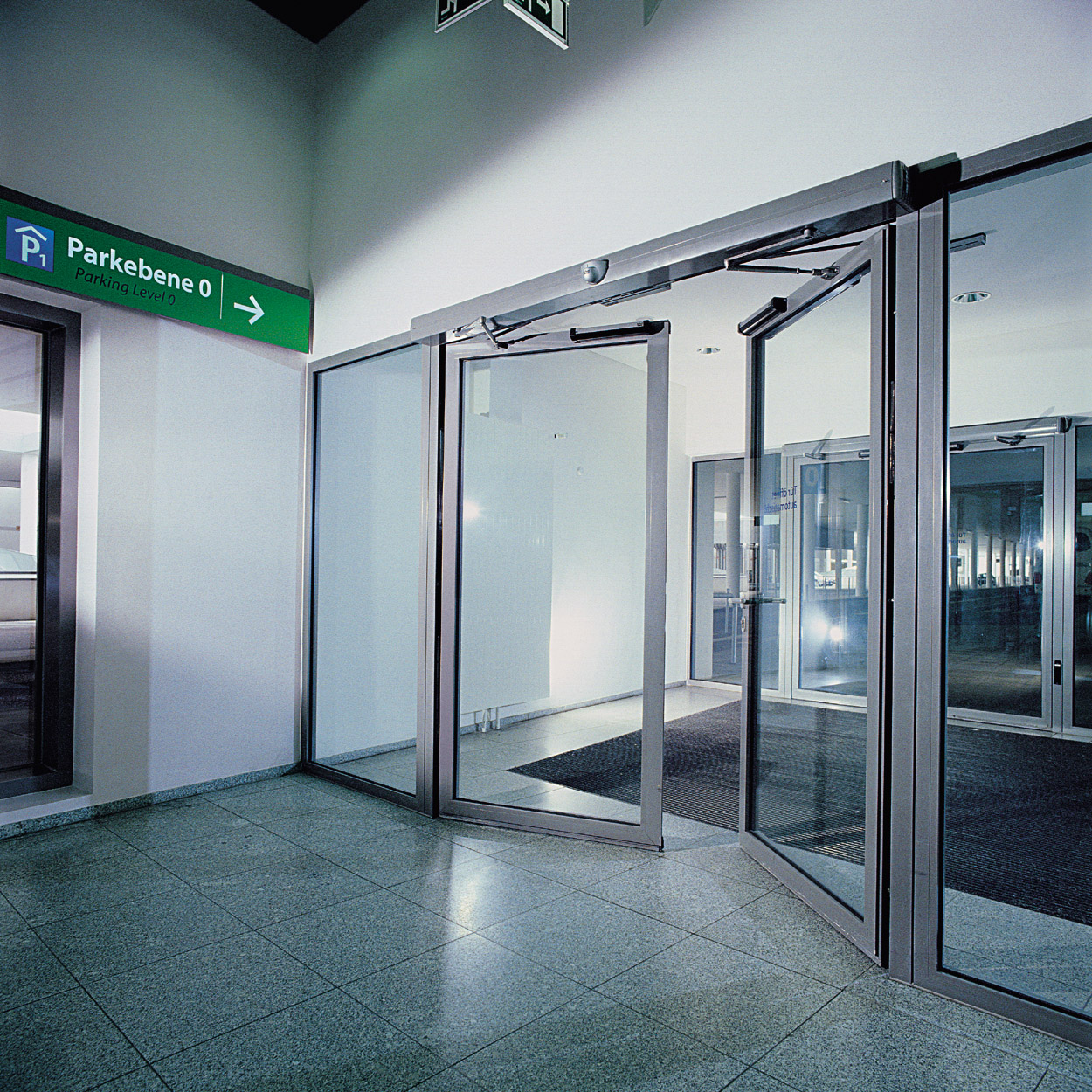 How to prevent accidents with automatic swing door olide